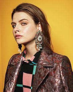 Alors que le choker ultra-fin règne déjà en maître sur les collections Chanel, Gucci ou encore Elie Saab, zoom sur ces bijoux qui annoncent déjà la tendance pour 2017.