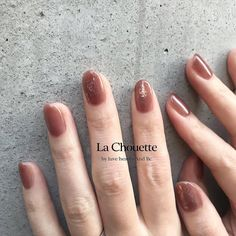 Semi-permanent varnish, false nails, patches: which manicure to choose? - My Nails Neutral Nail Color, Fall Nail Colors, Nail Polish Designs, Nail Designs, Fake Gel Nails, Nail Store, Couture Nails, Minx Nails, Manicure Y Pedicure