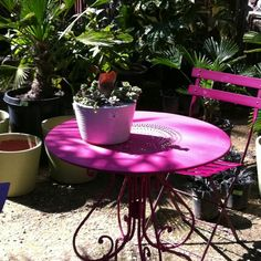 Cute outdoor table.
