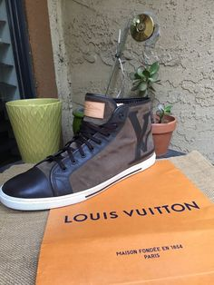 8c445d84486 AUTH LOUIS VUITTON MENS SHOES SNEAKERS INITIALES US SIZE 13.5 MADE IN ITALY   fashion
