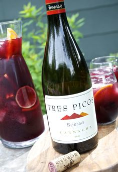 """Red wine sangria, but which red wine should you use? Most recipes simply call for the broad category of """"dry red wine."""" Let's take away the guesswork and narrow down some Best Wine For Sangria, How To Make Sangria, Red Wine Sangria, Best Red Wine, Summer Sangria, Dry Red Wine, Sangria Recipes, Wine Recipes, Punch Recipes"""