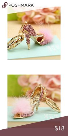 FEATHER HIGH HEEL KEY CHAIN Sophisticated modern design and finely crafted details make this key chain outstanding and eye catching boutique Accessories Key & Card Holders