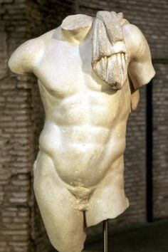 Greek statues highlighted the musculature and grace of the male form. The ideal Greek body was broad in the shoulders, muscular in the trunk, and thick thighs. Ancient Greek Sculpture, Ancient Greek Art, Greek Statues, Ancient Greece, Human Figure Drawing, Figure Drawing Reference, Guy Drawing, Statue Tattoo, Male Body