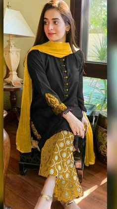 Pakistani Party Wear Dresses, Beautiful Pakistani Dresses, Designer Party Wear Dresses, Kurti Designs Party Wear, Pakistani Dress Design, Pakistani Outfits, Pakistani Fashion Casual, Indian Fashion Dresses, Dress Indian Style