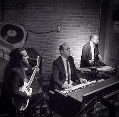 Organ Trio #hammondgrooves se apresenta @ @jazzbclub no sábado 30/07 às 22h. Faça  sua reserva no jazzb.net  #jazzb #hammondorgan #jazzb #jazzbrasil #guitar #drums #guitarra #bateria #hammondorgan #lesliespeaker #musicaboaaovivo #jazz #organtrio #jazzorgan #jazztrio #hellskitchen #musica #music #instagreat #livemusicphotography #musiclover #friends #amigos #saopaulo #spdagaroa #centrodesp #fotografia: @ygor_lc