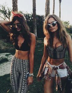 VS angels at Coachella 2016 Coachella 2016, Coachella Looks, Coachella Festival, Rave Festival, Festival Fashion, Coachella Style, Tomorrowland Outfit, Tomorrowland Festival, Festival Looks