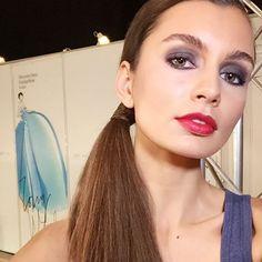 GLAM! My makeup test model for designer's @juliadalakian show using @mkrussia #blackeyeliner and #rosegold #eyecolor #firecracker red lipstick 💄. #luiscascomakeup #juliadalakian @mbfwrussia Look elegante y simple. Los productos de #marykay están enumerados arriba. #mercedesbenzfashionweekrussia #mua #makeup #maquillaje #maquillage #makeupartist