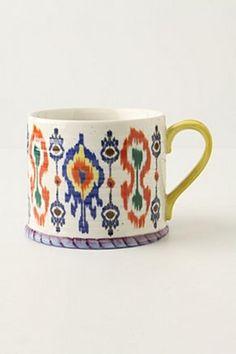 O padrão de estampa Ikat já é um clássico nas têxteis da decoração. Hoje no nosso painel trouxemos várias imagens inspiradoras dessa estampa incrível!  Imagens: Pinterest