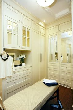 contemporary closet by Jennifer Brouwer (Jennifer Brouwer Design)