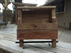 Small shelf & rod from repurposed pallet