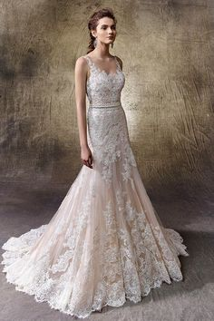 Lace wedding dress idea - elegant, vintage style wedding dress with tulle skirt ending in a delicately scalloped design at the hem. Style Lotus by @enzoani.