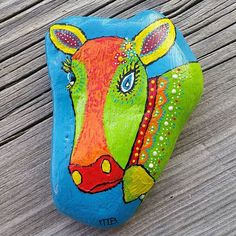 We had such an awesome holiday the past few weeks in Alpbach! We really loved staying in haus van der Veen, it felt like home! To thank family van der Veen for their hospitality, I painted this rock for them with the typical tiroler cow on it... because that cow was kinda like our mascotte for this trip  Dankjewel @debby_mobron , mark en kids, wij komen zeker terug! #painted #rock #creative #colorfull #paintedpebbles #paintedstones #paintedrocks #rockpainting #acrylics #paint #painting…