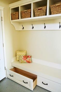 Learn how to build mobile drawers for a mudroom bench FREE plans and tutorial a Mudroom Bench Bench Build drawers Free Learn Mobile Mudroom Plans Tut… – Mudroom Entryway Diy Furniture Projects, Easy Diy Projects, Furniture Plans, Home Projects, Furniture Stores, Office Furniture, Furniture Risers, Amish Furniture, Furniture Hardware