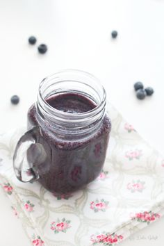 Blueberry smoothie Easy Smoothies, Smoothie Recipes, Slushies, Superfoods, Blueberry, Mason Jars, Clean Eating, Infused Waters, Tableware