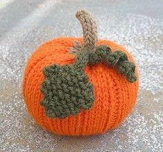 Ravelry: Autumn Pumpkins pattern by Jan Lewis Halloween Knitting Patterns, Knitting Patterns Free, Knitting Projects, Knit Patterns, Knitting Stiches, Easy Knitting, Knitting Ideas, Free Pattern, Tejido Halloween