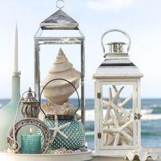 décoration originale avec des lanternes en métal et bois blanc neige