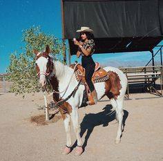 13 Adorable Small Towns In Arizona You Need To Visit - Narcity Cute Cowgirl Outfits, Rodeo Outfits, Sexy Cowgirl, Cowboy And Cowgirl, Cowgirl Style, Western Outfits, Western Wear, Cute Outfits, Country Style Outfits