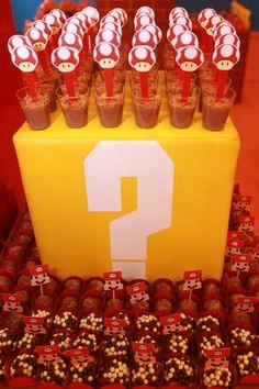 Uma decoração encantadora como tudo que a empresa Dot Paper Papelaria faz.Lindas ideias com tema Mario Bros.Amor a primeira vista nesta festa!!!Imagem retirada da Dot PaperLindas ideias e mu...