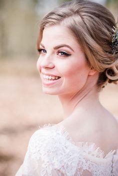 #bridalmakeup by Netanya luschen wing eyeliner with natural eyeshadow www.netanyaluschen.nl photo by tovergoud hair by Lonneke van Dijk