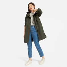 Women's ReNew Anorak Jacket by Everlane in Dark Green Green Parka, Green Raincoat, Raincoat Outfit, College Wardrobe, Anorak Jacket, Cold Weather Outfits, Jacket Pattern, College Fashion, Comfortable Outfits