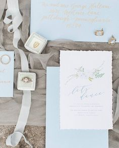 a pretty palette and details in today's editorial feature #NOWonGLW // photography: @laurenreneedesigns // event design: @soireebysouleret // floral design: @thebluedaisyfloral // stationery: @ohsoglam // calligraphy: @judithbrownecalligraphy