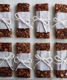 Who knew making healthy homemade granola bars was so easy?: Homemade Granola Bars