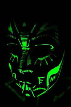 needs glow in the dark paint - Body Painting Boris Vallejo, Glow Face Paint, Body Paint, Maquillage Phosphorescent, Tumblr Neon, Kunst Party, Uv Photography, Uv Makeup, Neon Painting