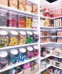 Kitchen Organization Pantry, Home Organisation, Kitchen Storage, Bedroom Organization, Refrigerator Organization, Organized Pantry, Pantry Ideas, Organization Ideas For The Home, Freezer Organization