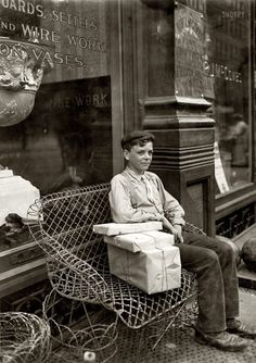 """""""An Enforced Rest"""" - Harry Swope, aged 426 Elm Street, Newport, Kentucky. Carrying heavy bundles of paper for a News & Stationery company in 1908 Vintage Pictures, Old Pictures, Old Photos, Antique Photos, Lewis Wickes Hine, Shorpy Historical Photos, My Old Kentucky Home, The Good Old Days, Vintage Photographs"""