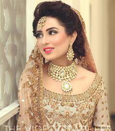 Beautiful bride wearing dr haroon❤️ #weddings #dulhan #finestpakistan #love #igers #insta #likes #bridal #followme #beauty #drharoon #gold #mehndi #bride #weddingdress