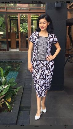 Model Dress Batik, Batik Dress, Batik Fashion, Fashion Sewing, Model Outfits, Chic Outfits, Batik Kebaya, Blouse Batik, Sleeves Designs For Dresses