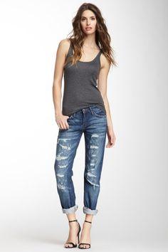 love distressed, loose, boyrfriend jeans for weekends
