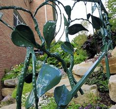 Busy doctors create a lush haven from bare plot and win the medium garden category of the Great Gardens Competition - Pittsburgh Post-Gazette