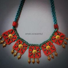 This post was discovered by Sevim Gurel. Discover (and save!) your own Posts on Unirazi. Textile Jewelry, Fabric Jewelry, Boho Jewelry, Handmade Jewelry, Crochet Necklace Pattern, Crochet Bracelet, Crochet Collar, Crochet Lace, Collar Hippie