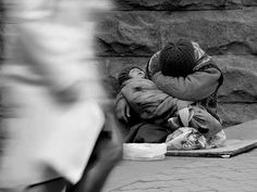 Here i present 30 brilliant photographs exposing the actual face of poverty. Do give feed back and please think on the issue of poverty after watching these Meaning Of Creativity, What Is Creativity, Poverty Photography, Homeless Man, Sad Art, We Are The World, People Around The World, Beautiful Artwork, 1