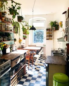 60 Best Small Kitchen Design Ideas You Never Feel Claustrophobic Again modernkit. - 60 Best Small Kitchen Design Ideas You Never Feel Claustrophobic Again modernkitchencabinets - Kitchen Decor Themes, Home Decor Kitchen, Home Kitchens, Kitchen Ideas, Kitchen Small, Cozy Kitchen, Kitchen Country, Kitchen With Plants, Urban Kitchen