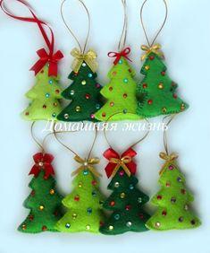 Kids Christmas Ornaments, Felt Christmas Decorations, Christmas Sewing, Felt Ornaments, Christmas Diy, Beaded Ornaments, Homemade Christmas, Glass Ornaments, Christmas Trees