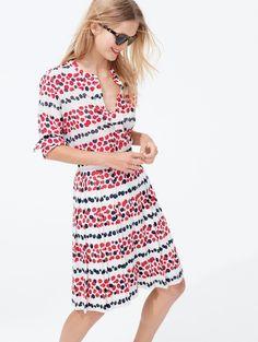 Love this shirt & skirt combo!