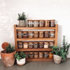 Buy spices in bulk, safe on unnecessary packaging and create a beautiful spices cupboard in your kitchen ✌️👩🌾! Reduce Reuse Recycle, No Plastic, Natural Living, Natural Materials, Hearth, Cupboard, Liquor Cabinet, Spices, Stuffed Peppers