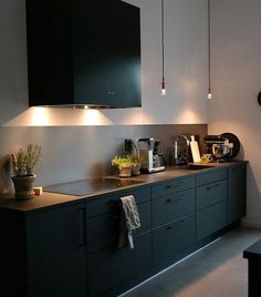 Hemma hos kund , en svartlackad Box i ett modernt Modern Kitchen Interiors, Home Decor Kitchen, Kitchen Dining, Open Kitchen, Küchen Design, Layout Design, House Design, Black Kitchens, Cool Kitchens