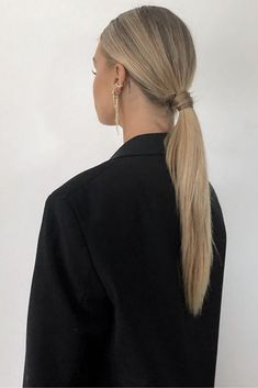 (#estiloclassico #estilopessoal #style #estilo #estiloclassicofeminino # lookclassico #classylook #consultoriademoda #consultoradeestilo #personalstylist #classyhair #rabodecavalo #cabeloclassico) Blonde Hair Looks, Blonde Hair With Highlights, Brown Blonde Hair, Brunette Hair, Hair Inspo, Hair Inspiration, Fashion Inspiration, Medium Hair Styles, Curly Hair Styles