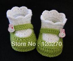 Crochet Bebe Chausson New Ideas Crochet Baby Sandals, Crochet Boots, Baby Girl Crochet, Crochet Slippers, Love Crochet, Crochet For Kids, Baby Knitting Patterns, Crochet Patterns, Baby Shoes Pattern