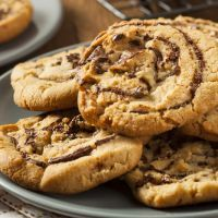 Peanut Butter Chocolate Chip Cookies with only 5 ingredients and there is NO FLOUR USED!!!