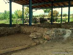 Año 2015: Detalle de la zona en la que se han encontrado cubiertos y utensilios de cocina romanos Madrid, Pergola, Outdoor Structures, Cutlery, Kitchen Gadgets, Romans, Outdoor Pergola, Arbors, Pergolas