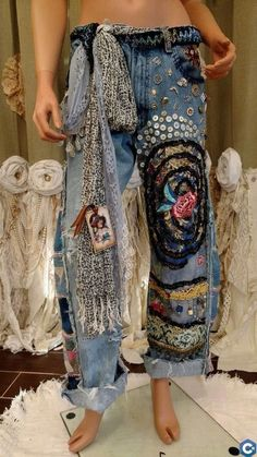 hippie outfits 392939136237030367 - WOW Levi's Jeans 34 Waist Embellished Ripped Distressed Boho Hippie Pants tmyers Source by hasaneelmellali Hippie Hose, Hippie Pants, Boho Mode, Mode Hippie, Hippie Style, Bohemian Style, Gypsy Style, Boho Gypsy, Gypsy Cowgirl