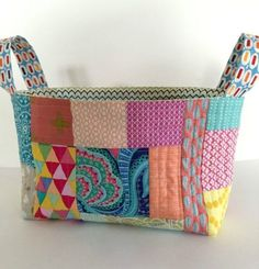 Sewing Fabric Storage one hour basket - looks like a good way to use up scraps I can't bear to part with Scrap Fabric Projects, Fabric Scraps, Quilting Projects, Sewing Projects, Sewing Tips, Sewing Ideas, Sewing Box, Diy Quilting, Fabric Sewing
