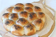 Rundstykker / brytebrød tangzhong style - krem.no Hamburger, Food And Drink, Bread, Baking, Style, Swag, Brot, Bakken, Burgers