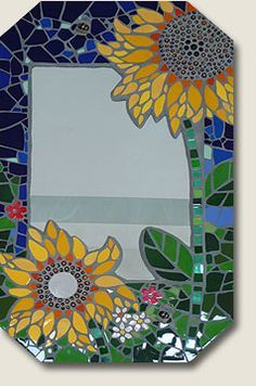 Love this sunflower mosaic mirror Stained Glass Mirror, Mirror Mosaic, Mosaic Diy, Mosaic Crafts, Mosaic Projects, Mosaic Wall, Mosaic Glass, Mosaic Tiles, Mosaic Madness