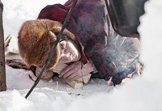 Survival Training im Winter Ein Survival Training der ganz besonderen Art! Im Sommer, wenn es warm ist, kann ja jeder mit einfachen Mitteln ein paar Tage in der Wildnis überleben. Aber wie sieht das im Winter aus, wenn es bitterkalt ist und eine Menge Schnee liegt? Kannst du dann überleben? Im Winter-Survival stellen wir uns Kälte, Schnee und Eis. Jetzt Training buchen!