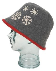 This classic Norwegian felted hat is sure to be a favorite for any woman. Its traditional Nordic design makes it a classic while the hat itself keeps the heat from escaping. Nordic Design, Felt Hat, Hat Making, Wool Hats, Beanie, Traditional, Classic, How To Make, Women